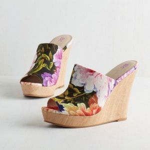 BC Floral Wedges